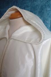 Ivoorkleurige schoudercape