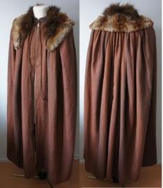 Gevlamde bruine cape