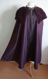 Aubergine cape met nepbontje