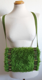 Handmof - Groen nepbont met spikes