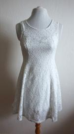 Wit kanten jurkje - Mt. XXS