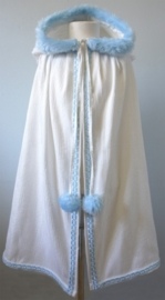 Witte cape met puntkap
