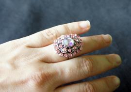 Ring met roze steentjes