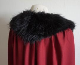 Rode cape met nepbontje