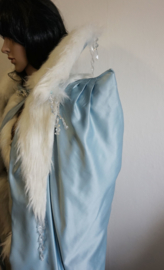IJsblauwe  jurk met cape -  5 delig