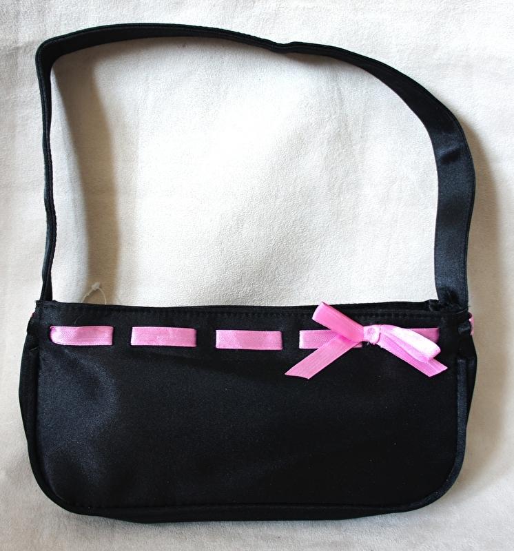 Handtasje met roze lint