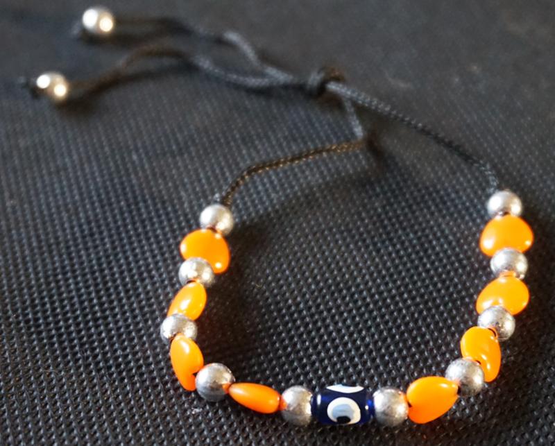 Armband - zwart met oranje kralen