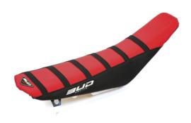 Bud zadelovertrek rood/zwart met zwarte lijnen voor de Suzuki RMZ 450 2008-2017