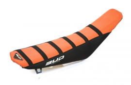 BUD Zadelovertrek oranje/zwart met zwarte lijnen voor de KTM SX 65 2016-2018 & Husqvarna TC 65 2017-2019