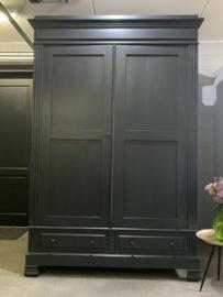 Mooie hoge brocante antieke Franse kamerkast in Off Black