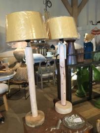 Hoog blank hout lampenvoet