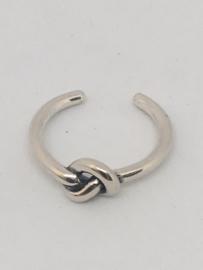 Zilveren buigbare ring met knoop