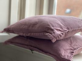 Roze langwerpig linnen kussen  50x40 cm