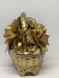 Goudkleurige bloemenmandje van keramiek