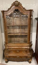 Brocante originele vitrine kast met buikje en kuif