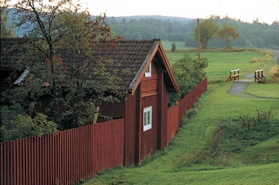 Zweeds rood in huis en schutting