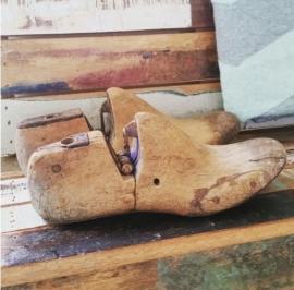 Oude schoenmal