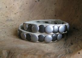 014D Wikkel armband Studs -creme