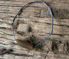 Armband met glazen kraal