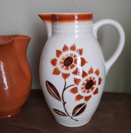 Vintage kan met bloemen