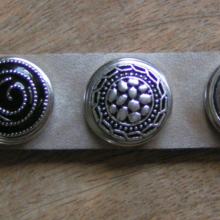 109 Clickbutton Old silver -LAATSTE-