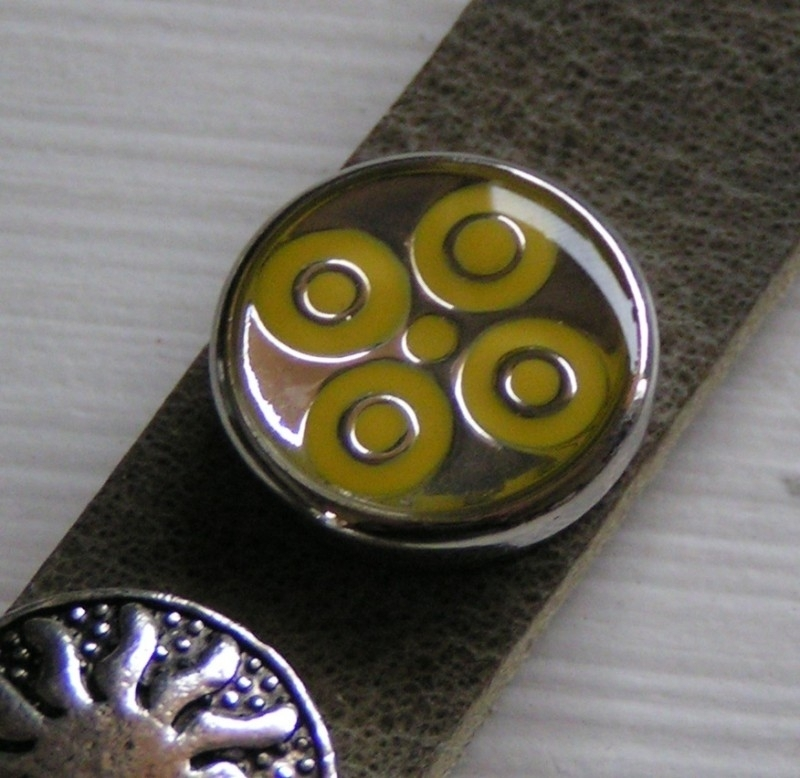 414 Clickbutton Yellow
