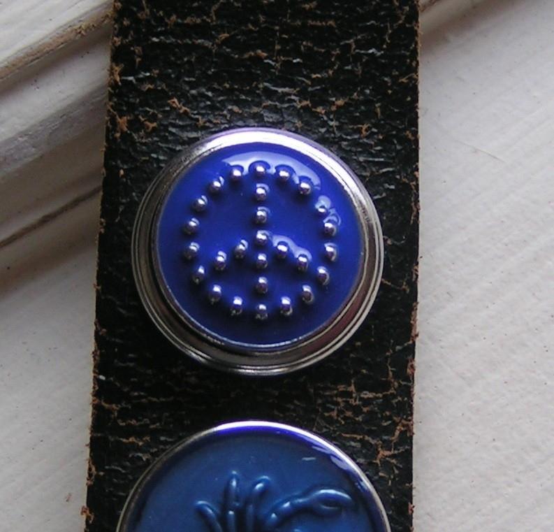 108 Clickbutton Peace - blauw