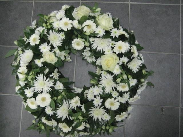Rouwkrans no 3  ( herdenkingen krans ) 60 cm