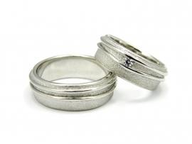 Witgouden trouwringen, damesring gezet met 0,05ct diamant