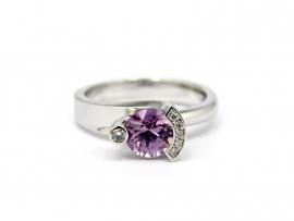 Witgouden ring gezet met saffier en diamant