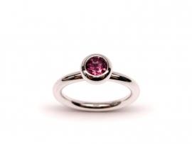 Zilveren ring met rhodoliet