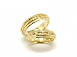 Geelgouden trouwringen, damesring gezet met 0,07ct diamant