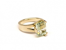 Geelgouden ring met prasioliet