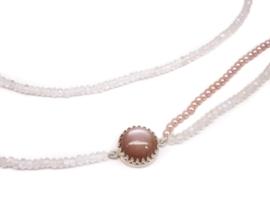 Lang collier van edelstenen met parels