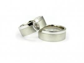Witgouden trouwringen, damesring gezet met 0,24ct  diamant