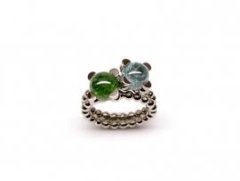Set van twee witgouden 'parelrand' ringen