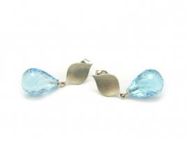 Zilveren oorstekers met topaas