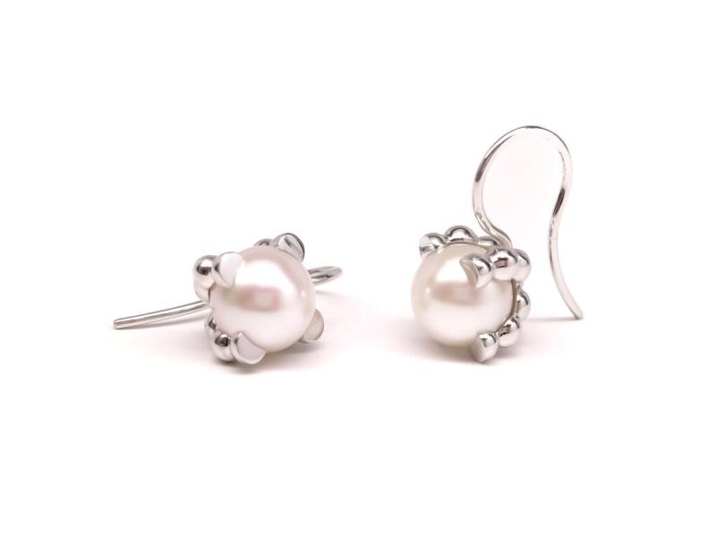 Zilveren 'parelrand' oorhaken met witte parels