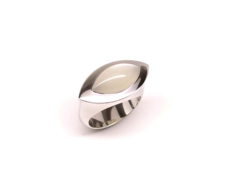 Zilveren 'schuine' ring met maansteen