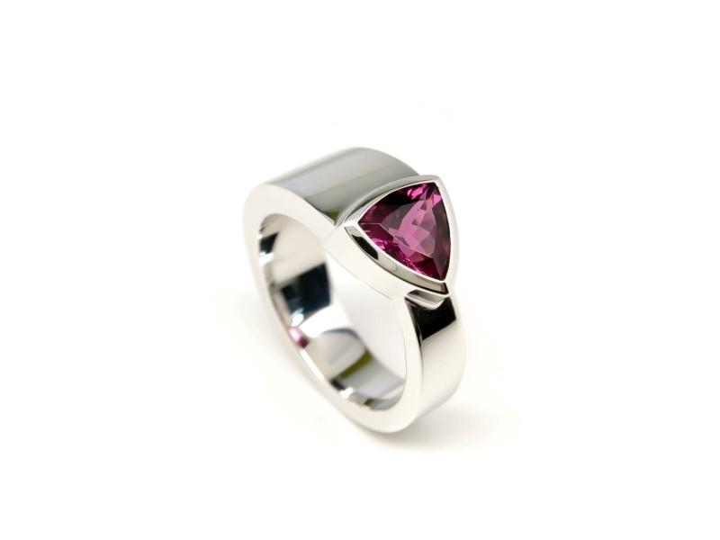 Zilveren ring gezet met tourmalijn