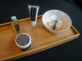 Bamboe blad met wellness producten