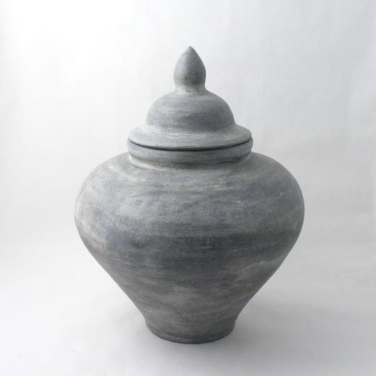 Fair trade waterpot van keramiek