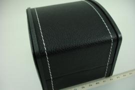 *[ 9293 ] Horloge doosje 9.5 x 10 x 8 cm. Zwart Leer bewerkt, per stuk