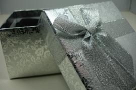 *[ 9127 ] Armband/Horloge doos 9 x 9 cm. Zilver, per stuk