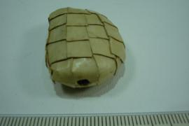 [ 6633 ] Bamboe kraal halve maan 34 x 25 x 12 mm. per stuk