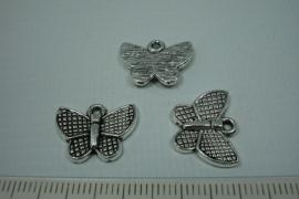 [0687 ] Vlinder  14 x 17 mm. Zilverkleur, per stuk
