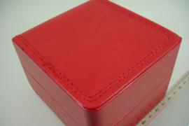 *[ 9301 ] Horloge doos  10.5 x 11 cm. Rood Leer, per stuk
