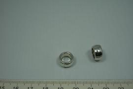 [0623 ] 10 mm. dikke kraal van 12 mm.Zilverkleur, per stuk