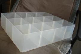 *[ gebruikte box ] 12 vaks doorzichtig kunststof, 37 30 cm.  per bak
