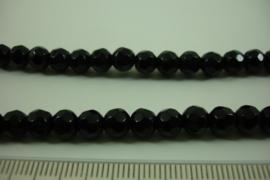 [ 8455 ] 6 mm. Glaskraal, Zwart, per streng